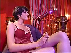 This Sexy Older Woman Loves To Go Lesbo In The Vid