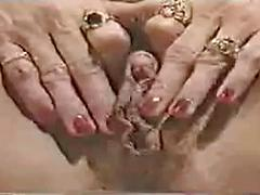 Meaty Lipped Milf Plays With Her Giant Clit